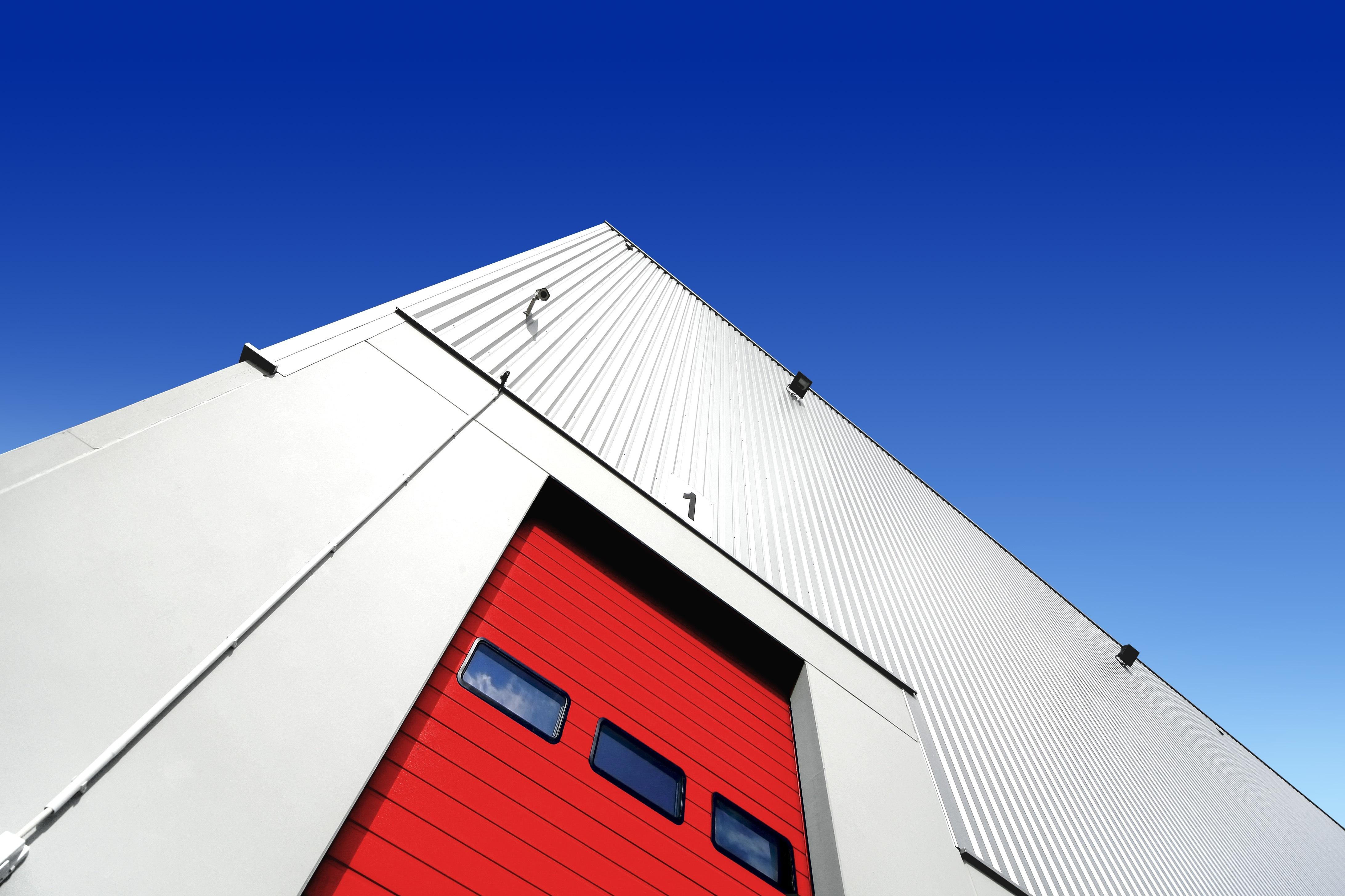 Industrial_Warehouse_Exterior_shutterstock_141083665_ML.jpg